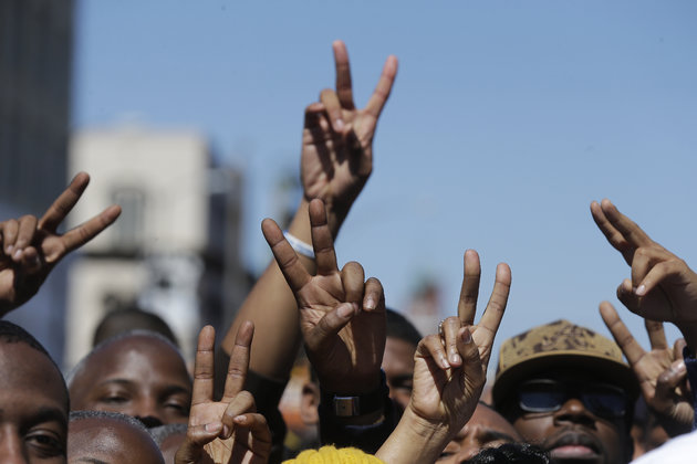 peace signs at selma 2015